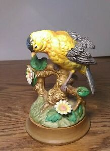 Georgian-Porcelain-by-Josefs-Originals-Registered-Goldfinch-Bird-Figurine
