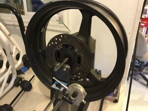 03-06-CBR-600RR-REAR-WHEEL-BACK-RIM-NO-DENTS-OR-WOBBLES-3K-MILES-STRAIGHT