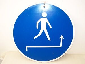Old-GDR-Bid-Shield-034-Pedestrians-Use-Others-Side-Of