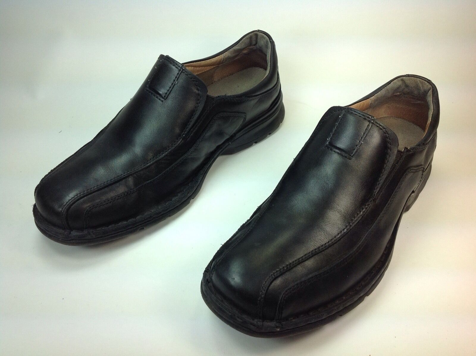Men's Clarks Black Leather SlipOn Casual Loafer shoes Sz.10.5