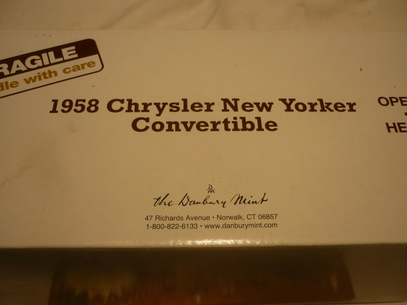 A Danbury mint Scale model of a 1958 Chrysler new Yorker congreenible.
