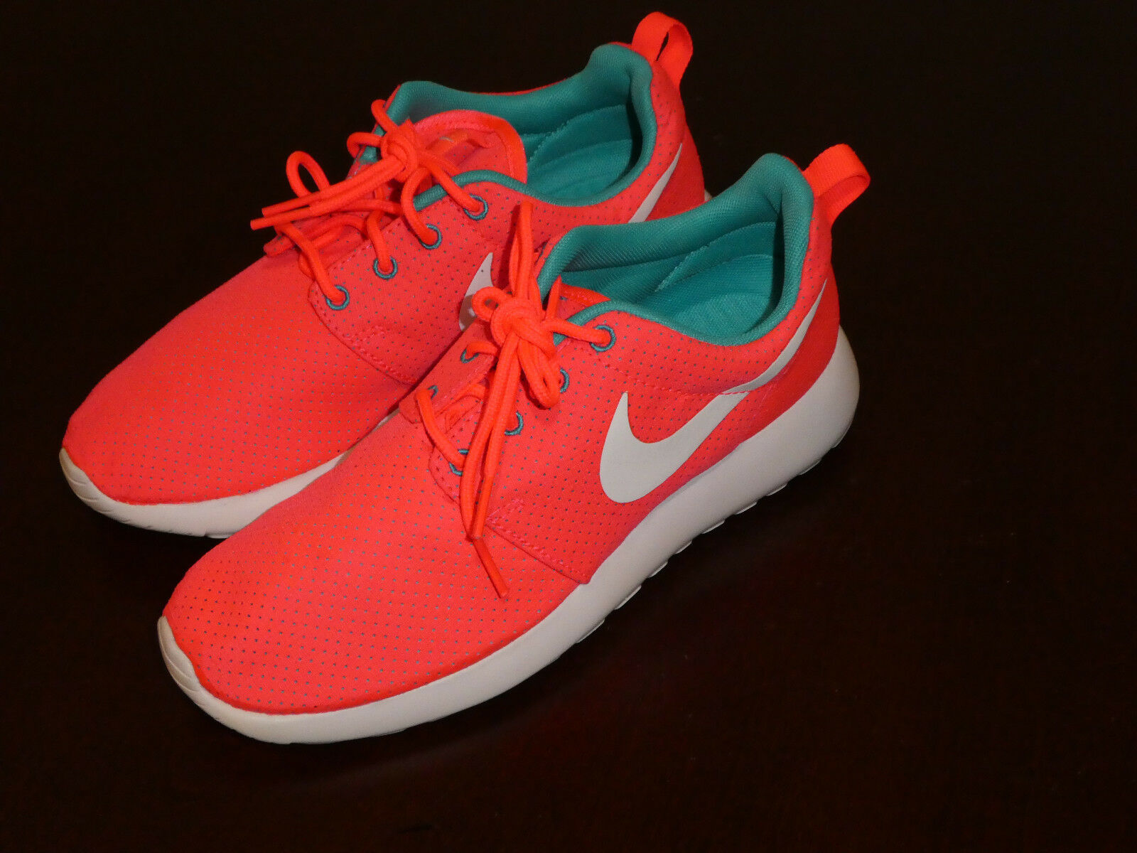 319363eb89e8 Nike Womens 511882 608 Rosherun Roshe Run Size 7 Shoes HYPER Punch ...