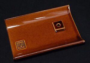 Soporte-Incienso-Japones-Quema-Parfum-Yukari-Meseta-Marron-Fabricado-en