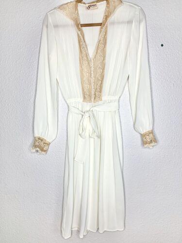 Vintage Strauss By Bonnie Vintage White Lace Trim