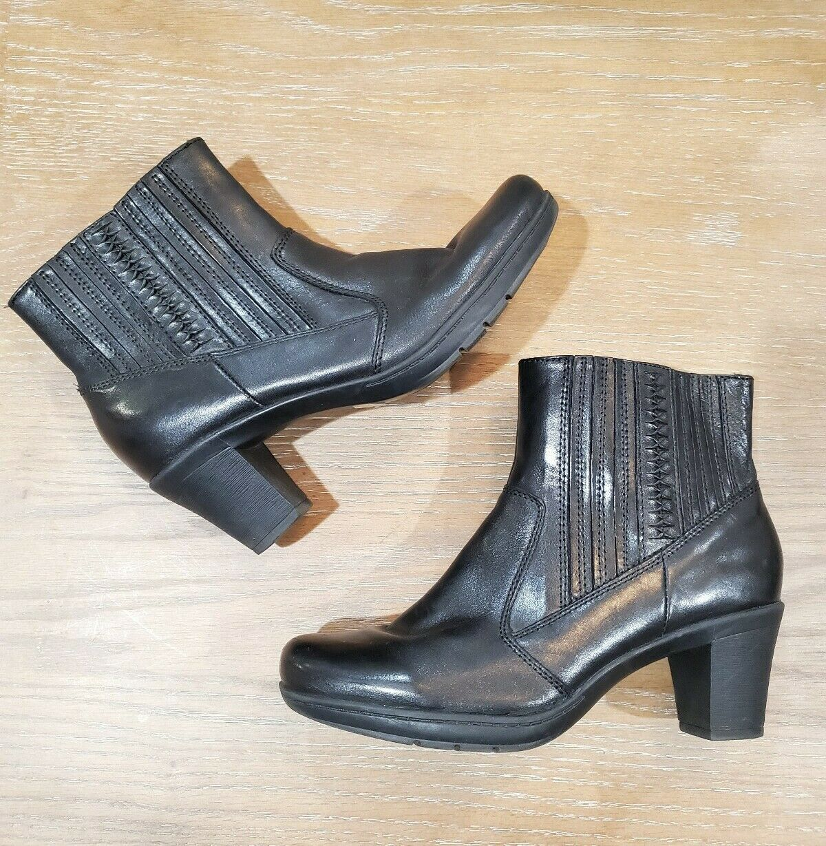 CLARK'S womens sz 8M Mirabelle film black leather cushioned heeled ankle booties