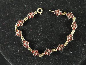 huebsches-Armband-aus-333er-8-ct-Gelbgold-mit-Granatblueten-44-Granate