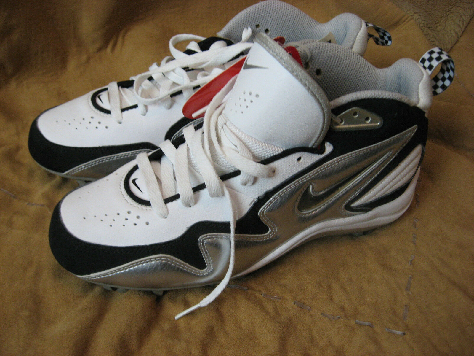 Mens NWT White Black Silver NIKE Baseball Shoes 8 M