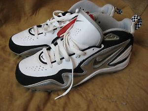 Mens NWT White Black Silver NIKE Baseball Shoes 8 M