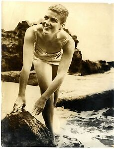MARY-REVELL-American-Long-Distance-Swimmer-MESSINA-STRAIT-Original-Photo-1963