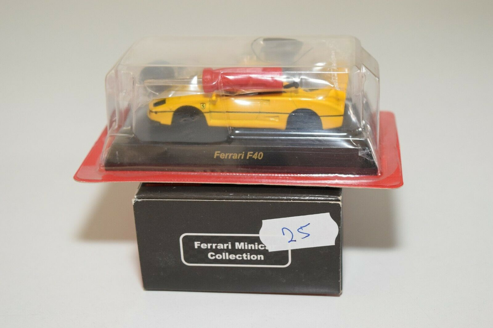 V 1 64 25 KYOSHO COLLECTION FERRARI F40 F 40 YELLOW MINT BOXED RARE SELTEN