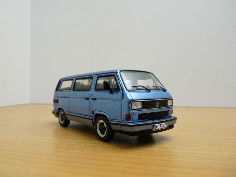 VW TRANSPORTER T3 B32 PORSCHE azul 1 43