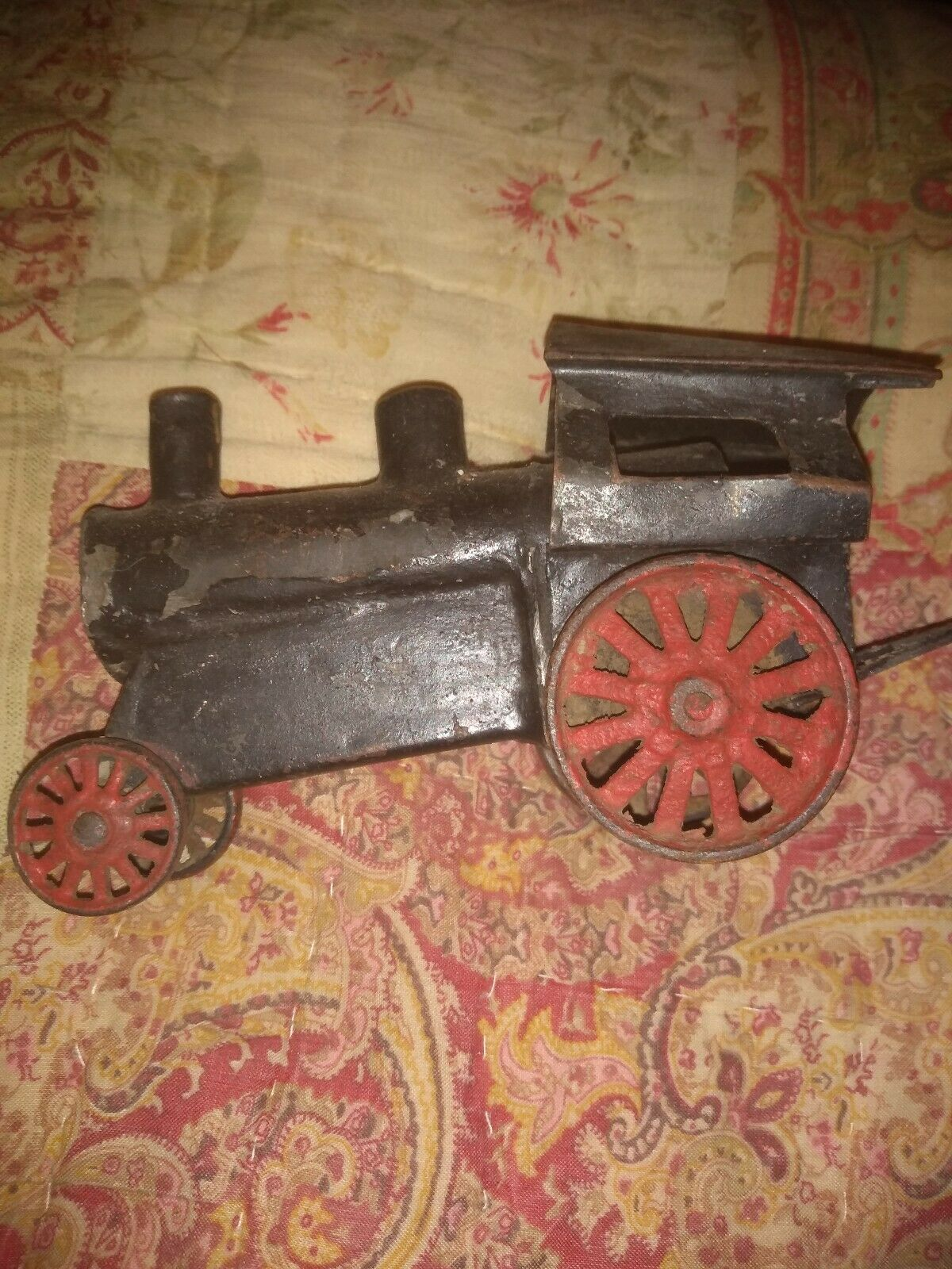 VINTAGE DIECAST LOCOMOTIVE TRAIN ENGINE PRESSED STEEL--OUT OF 40's TOY railroad