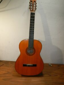 Vintage Segovia sc-70 classical guitar w/ hard shell case