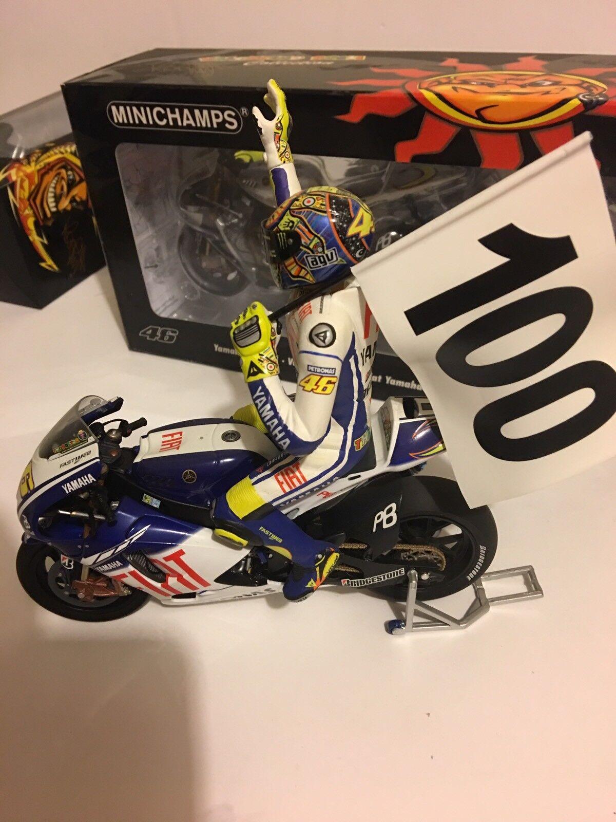 1 12 Minichamps Yamaha YZR M1  + Figure Valentino Rossi Assen 2009 100 Gp wins