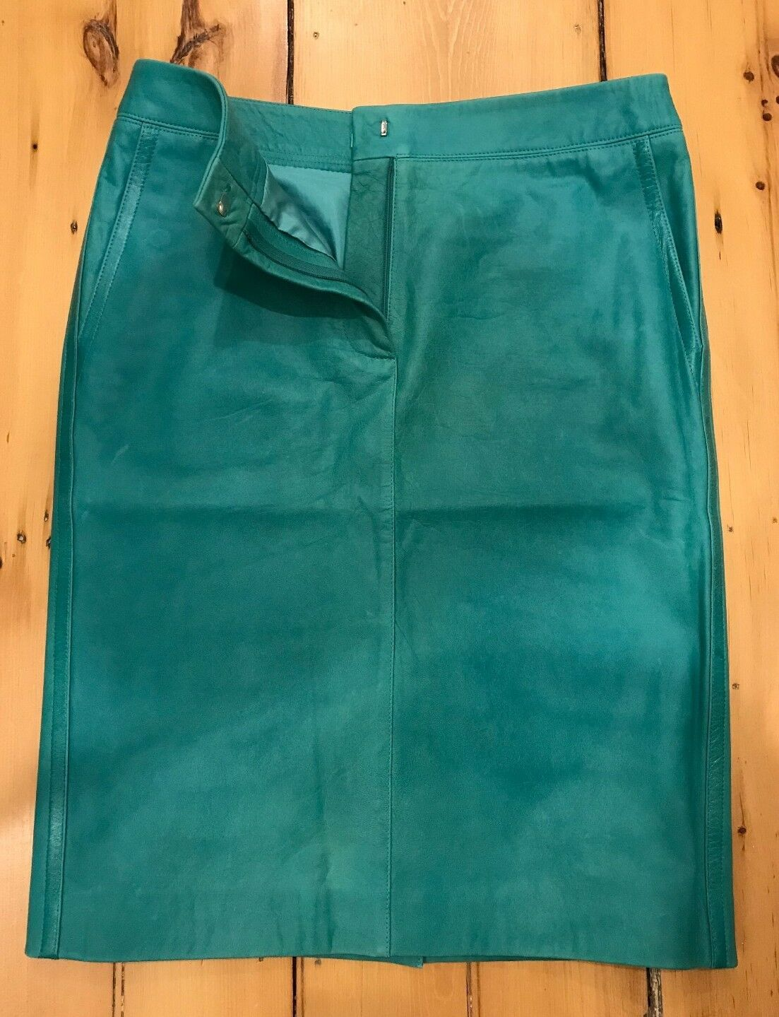 MaxMara Genuine Leather Sea Green Skirt ( 1000 original value) USA Size 8