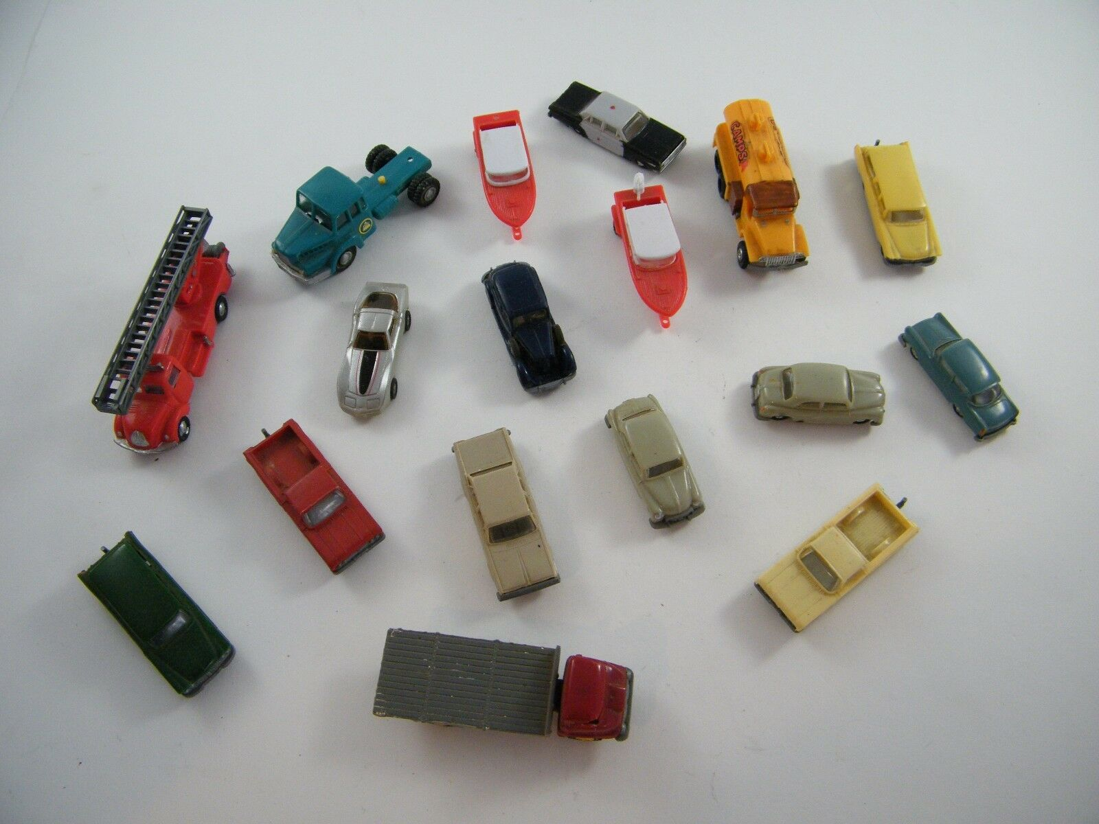 12 Vintage Eko escala HO vehículos  Plus 5 otros