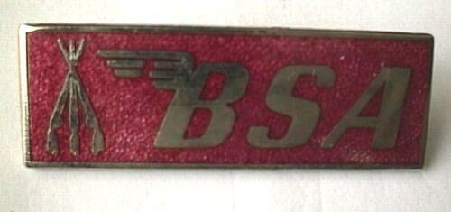 MOTORCYCLE PIN BADGE /'BSA/' RED MOTORBIKE LAPEL BADGE BG78