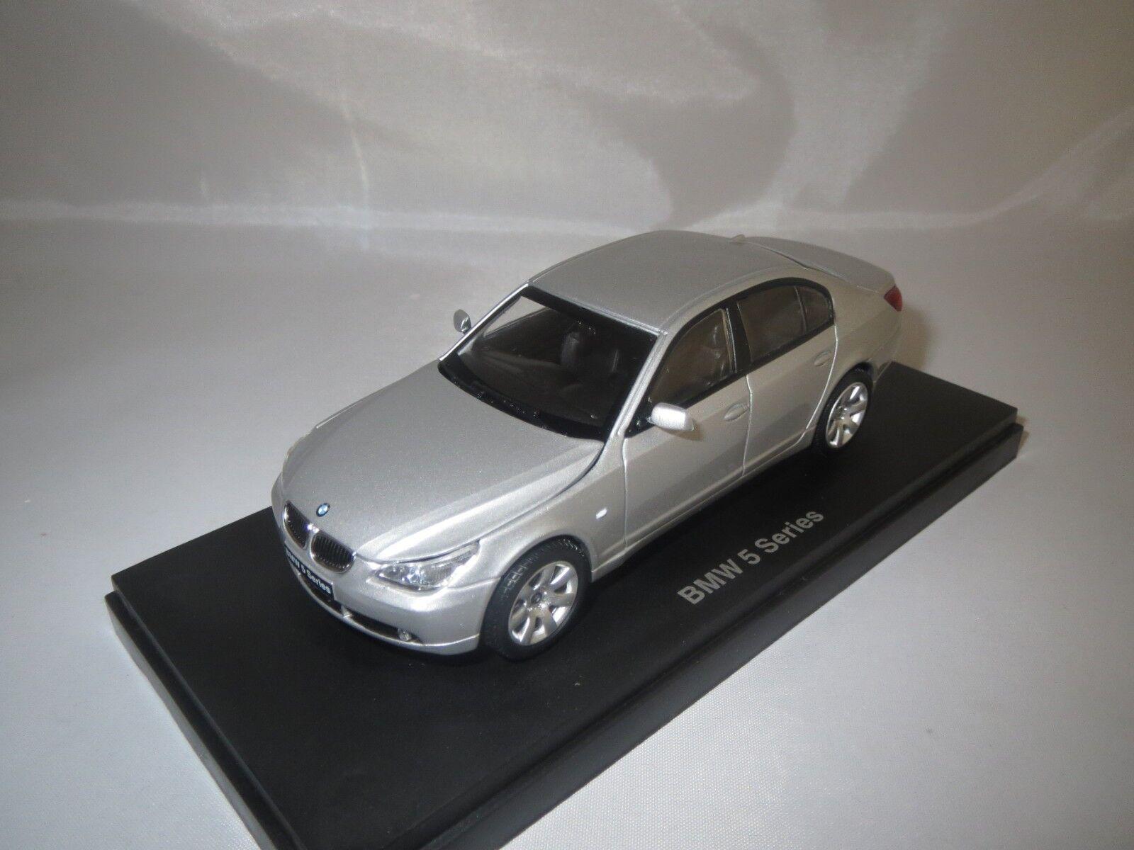 Kyosho 03501 S BMW 545i SEDAN (argent) 1 43 neuf dans sa boîte