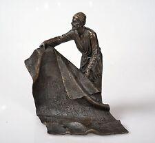 Bronzefigur Mann mit Teppich Bronze Figur Bronzeskulptur signiert Bergman