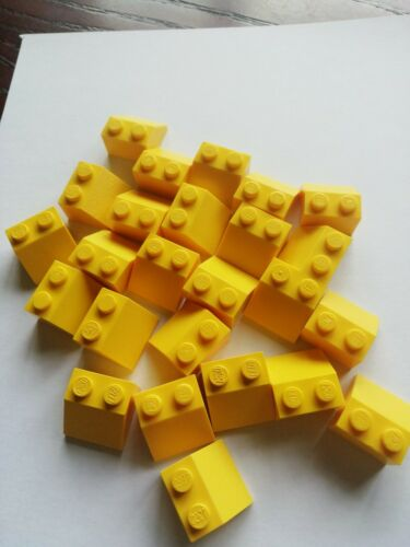 25 x LEGO Yellow Used 3039 BRICK SLOPE ROOF TILE 2x2  Job Lot