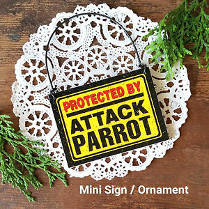 DECO-TINY-Fun-Sign-PROTECTED-BY-ATTACK-PARROT-Plaque-Bird-Gift-USA-Ornament-New