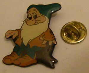SNOW-WHITE-BASHFUL-DWARF-Disney-vintage-pin-badge