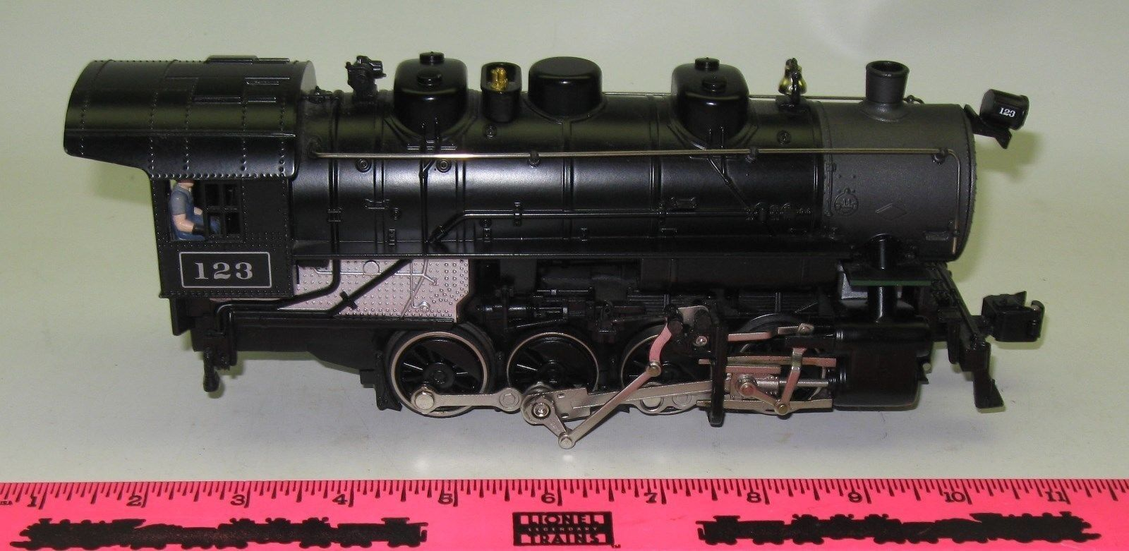 Lionel 123 Santa Fe 0-8-0 Steam locomotive