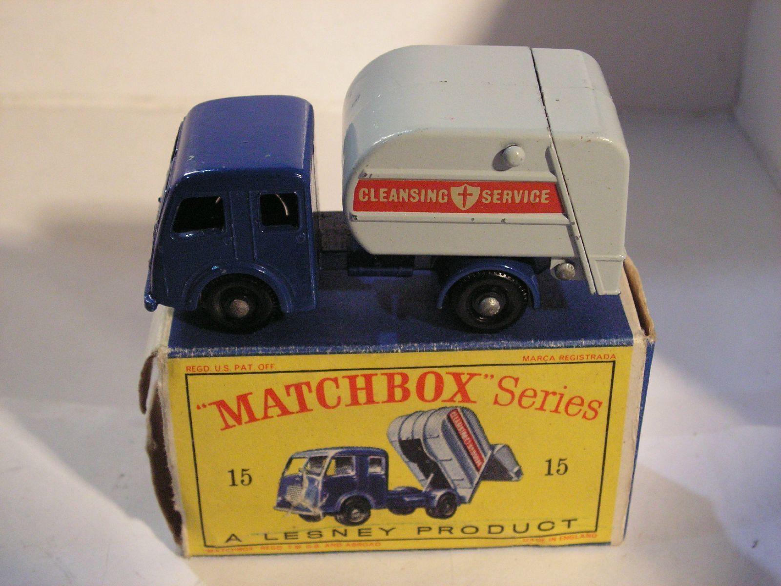MATCHBOX  15 REFUSE TRUCK TIPPAX COLLECTOR