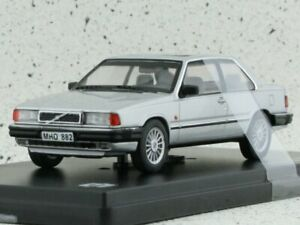 VOLVO 780 Bertone - 1977 - silver - Triple9 1:43