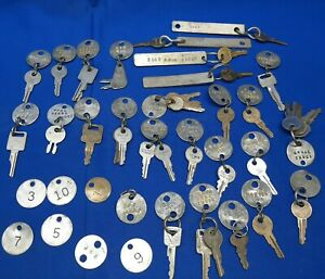 Lot-of-Vintage-Keys-Tags-Jeep-John-Deere-Ford-Caterpillar-Clark-Yale-Hyster