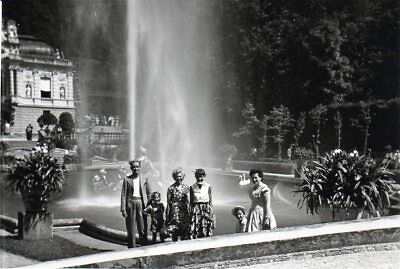 100218# Foto - 3/14 Schloß Linderhof - Am Brunnen 058#
