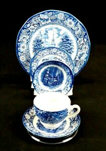 STAFFORDSHIRE-Liberty-Blue-Fine-China-5-piece-setting-pre-owned