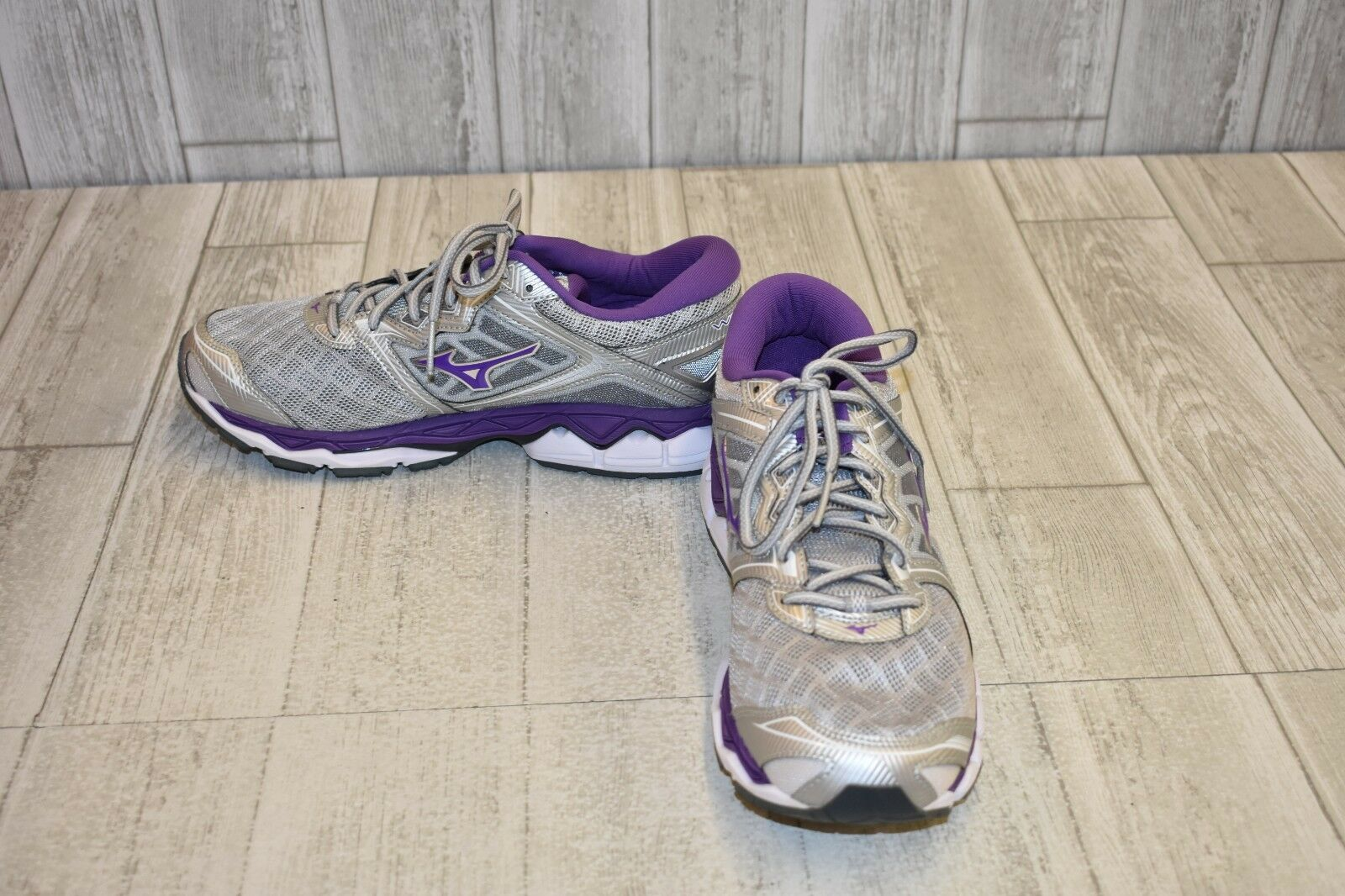 Wave Sky Running shoes, Women's Size 11, Grey DAMAGED