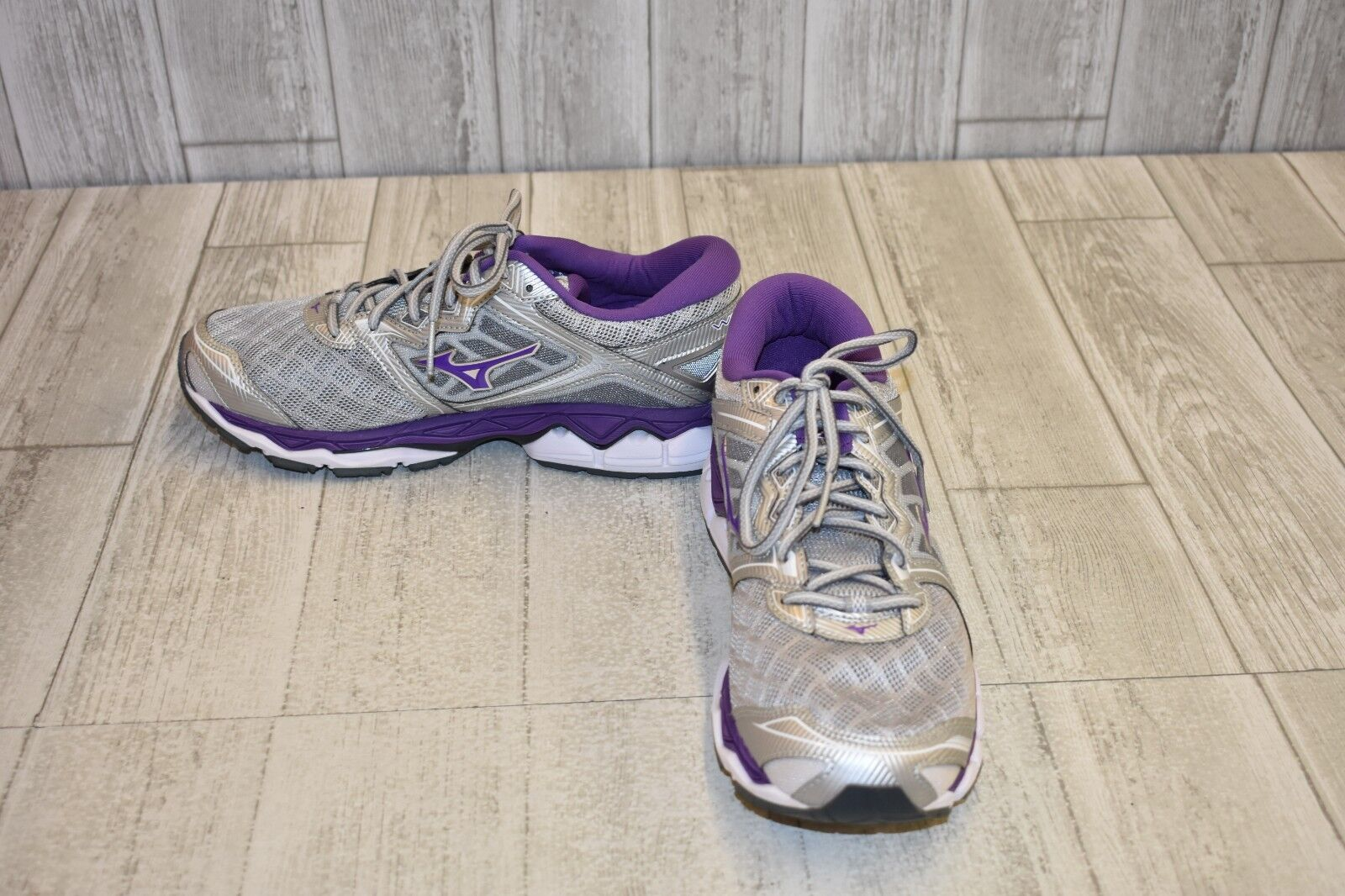 Mizuno Wave Sky Running shoes, Women's Size 11, Grey DAMAGED