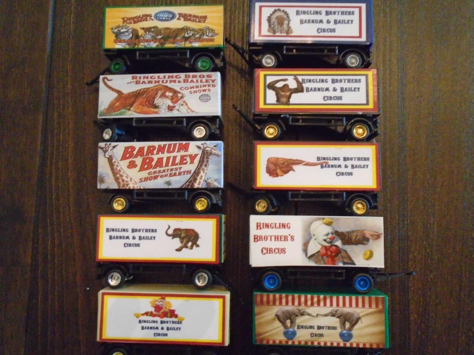 10 Piece HO Scale Ringling Bredhers  Circus Wagons