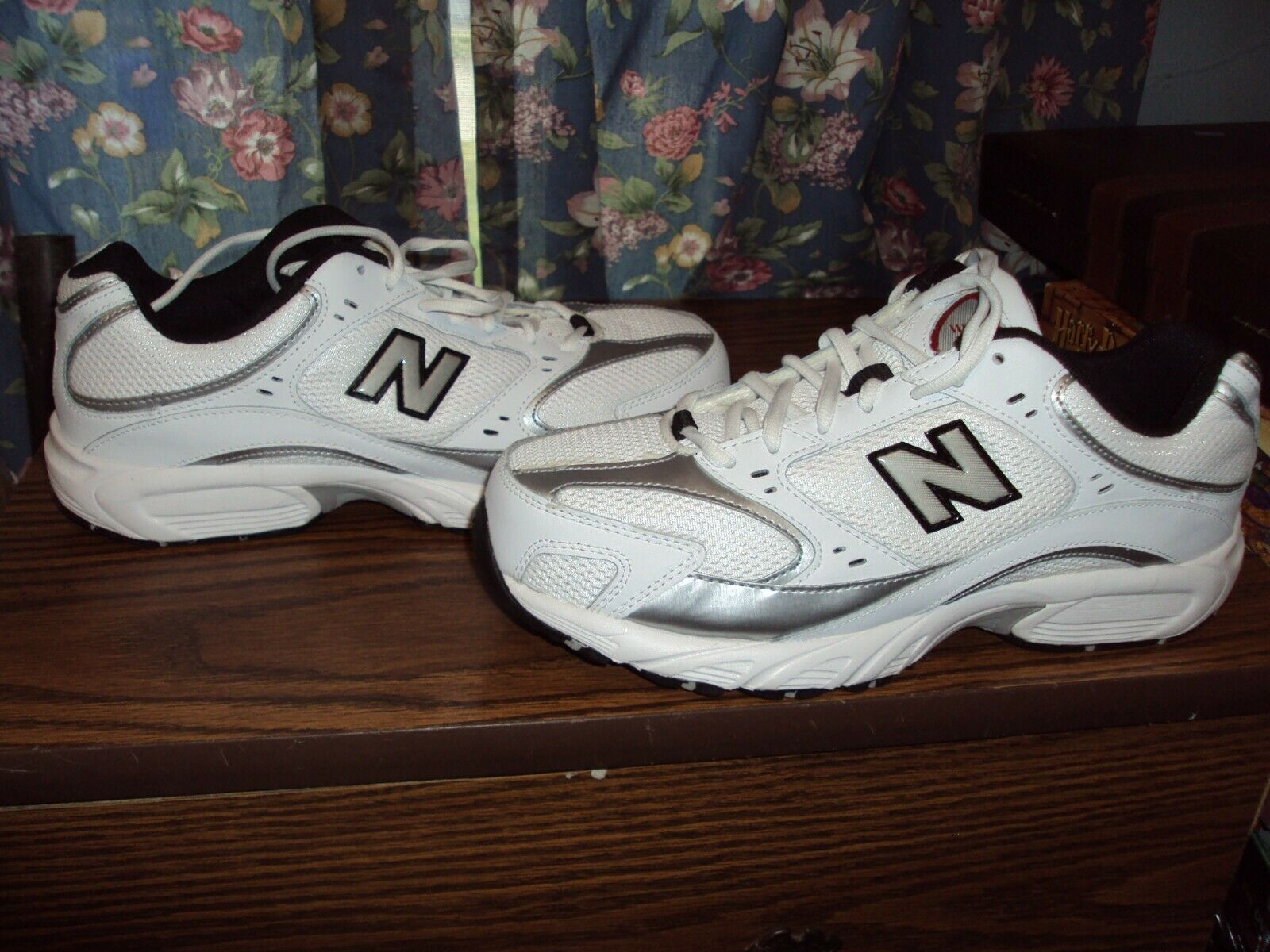 New Balance 405 Men's Size 9.5 4E US MR405WBR Running Shoes Sneakers (NEW)