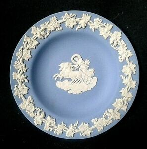 Details About Wedgwood Jasperware Trinket Dish Blue And White Cameo Ware Pin Ring Aurora