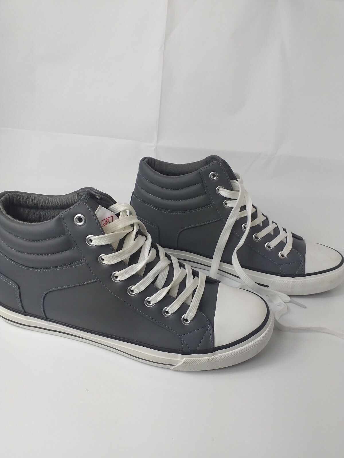 Mens Trainers Lee Cooper orginal Color Grey Leather UK size 8 New Without Box .