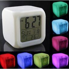 LED Uhr mit Wecker, Kalender, Thermometer & Farbwechsel im coolen Würfel-Design