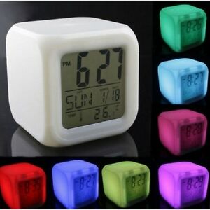 led uhr mit wecker kalender thermometer farbwechsel im coolen w rfel design ebay. Black Bedroom Furniture Sets. Home Design Ideas