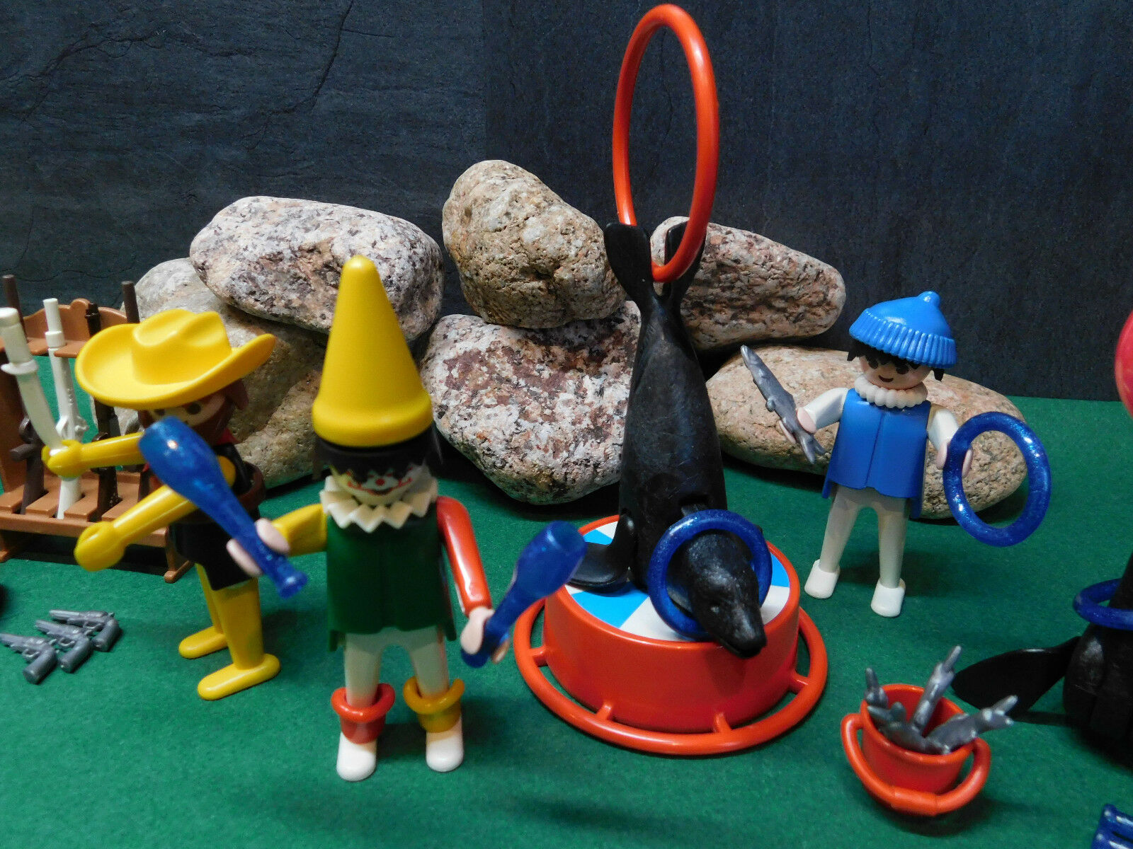 Playmobil Zirkus-Set (Messerwerfer, Seelöwen-Dressur, Clown), ohne ohne Clown), OVP 8bc7aa