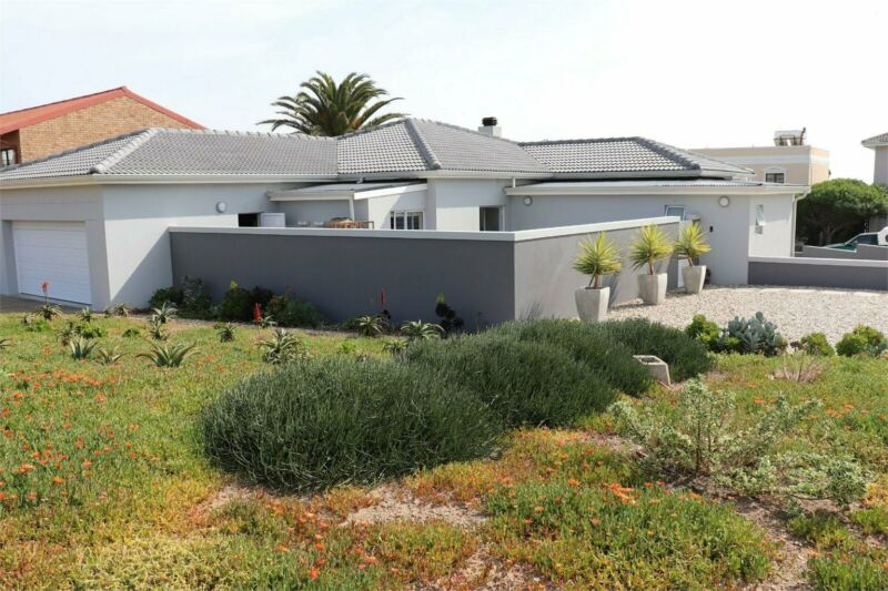 House in Yzerfontein For Sale
