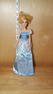 2005-Mattel-Disney-Princess-Cinderella-doll-with-Dress