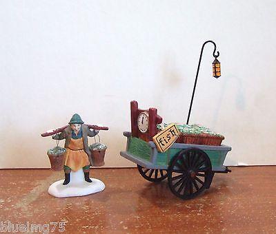 Dept 56 Dickens Village Chelsea Market Fish Monger /& Cart #58149 NIB Y323