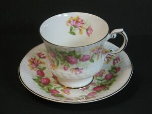 VTG Elizabethan Fine Bone China Cup & Saucer Honeysuckle/Pink Clover Rare, Mint!