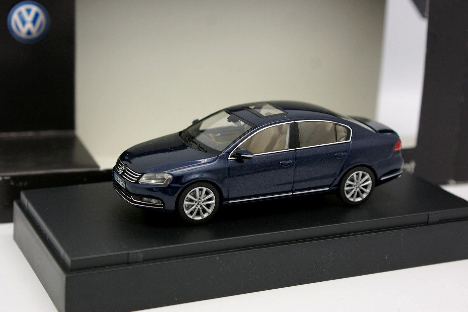 Schuco 1 43 43 43 - VW Passat Bleue 52ff47