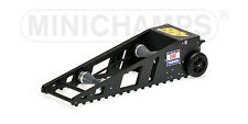 Minichamps 312090000  - SET STARTBOX YAMAHA MOTO GP + STAND SMALL (#3) 1/12