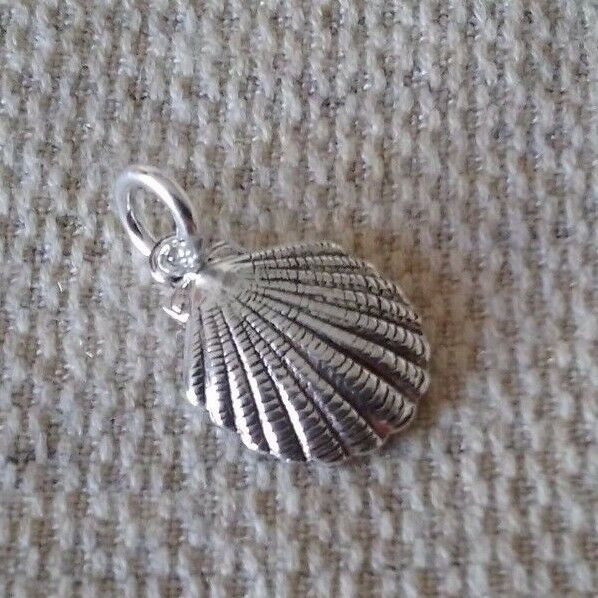 925 STERLING SILVER SMALL SHELL CHARM / PENDANT (BEACH & NAUTICAL) 5/8""