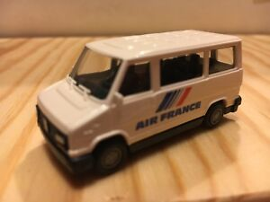 PRALINE-039-BUSCH-83237-pulmino-PEUGEOT-J5-Ducato-AIR-FRANCE-in-1-87