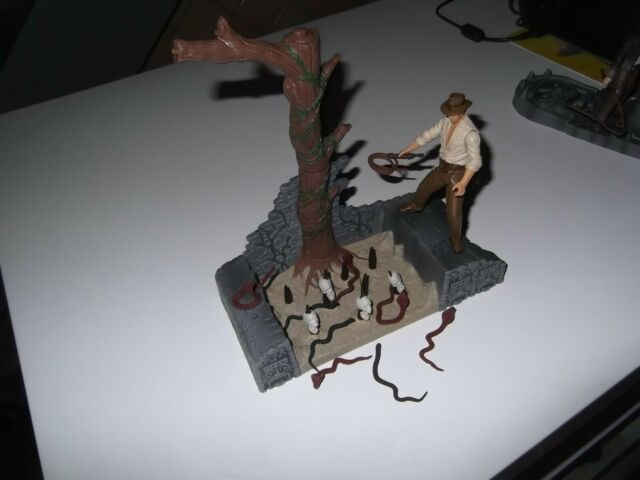 INDIANA JONES  FIGURINE  DIORAMA    HASBRO   ANCIEN JOUET  FIGURINE